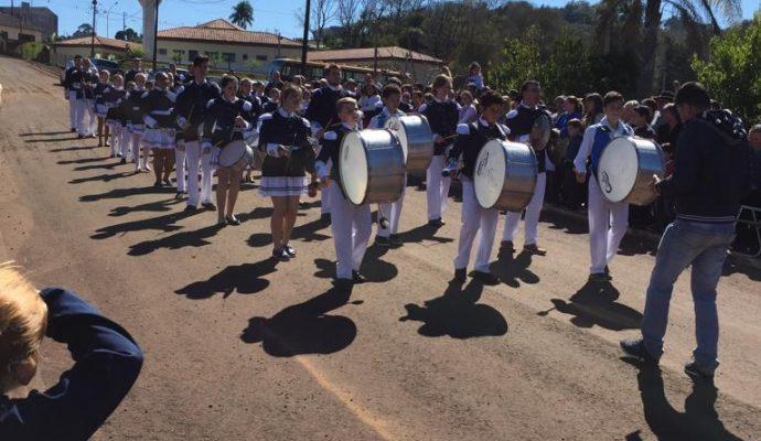 Escolas da Rede Municipal e Estadual participam de momento cívico alusivo à independência do Brasil